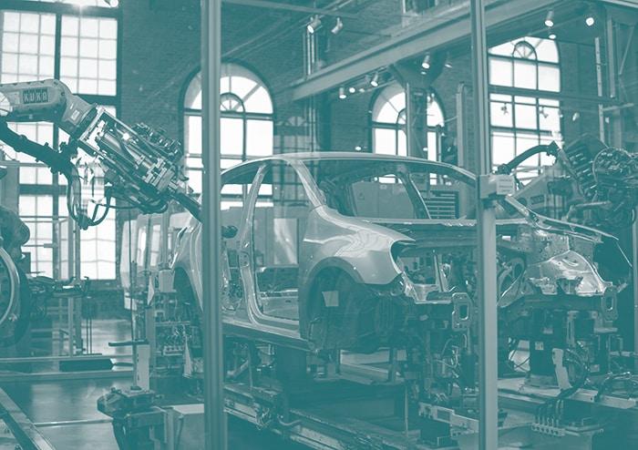 châssis d'une voiture en cours de fabrication à la chaîne